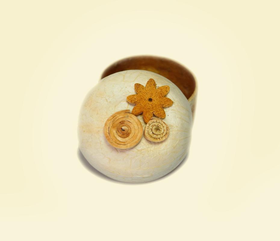 Cofanetto in buccia di bergamotto con spirale e fiore