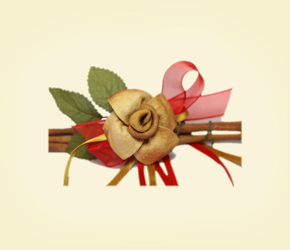 Rosa in buccia di bergamotto con nastri su cannella