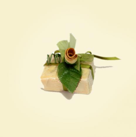 Segnaposto con sapone all'olio di oliva vergine e bocciolo in buccia di bergamotto