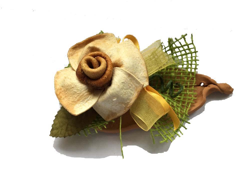 rosa in bergamotto su foglia di terracotta, Idea bomboniera, regalo tipico o gadget, ideale anche per scritte personalizzate sulla terracotta.